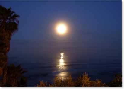 Full Moon Setting at Swamis Beach in Encinitas